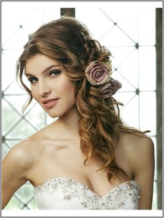 Hair stuck sideways with curls Source by johannaschwarzk Curls For Long Hair, 0 Image, Media Images, Hair Sticks, Curled Hairstyles, Girl Hairstyles, Wedding Details, Hair Inspiration, Hair Beauty