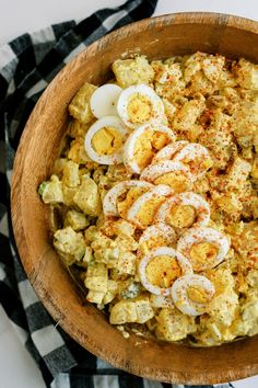 Mom's easy potato salad is the perfect side dish that everyone will love. The ingredients make this salad so flavorful! Potato Salad Recipe Easy, Paella, Side Dishes, Potatoes, Cooking, Ethnic Recipes, Food, Kitchen, Potato
