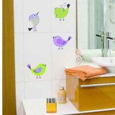 Los vinilos decorativos son excelentes para darle un toque divertido a tu baño.
