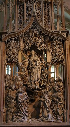 Creglingen, Herrgottskirche Magda Schmid zauberpuck Tilman Riemenschneider Creglingen, Herrgottskirche-The Marienaltar stands in the nave of the Church of God Creglingen and Lord is dedicated to Virgin Mary . It is one of the most famous works by Til Cathedral Architecture, Gothic Architecture, Beautiful Architecture, Wood Sculpture, Sculptures, Gothic Furniture, Wood Carving Art, Wood Carvings, Wooden Art