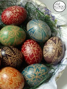 Traditional Hungarian Easter eggs Easter Books, Easter Eggs, Easter Bunny, Shape Art, Egg Shape, Brown Eggs, Egg Basket, Easter Recipes, Easter Ideas