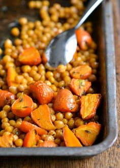 Maple-Orange Roasted Chickpeas & Carrots. A sensational side-dish with any meal | coconutandberries.com
