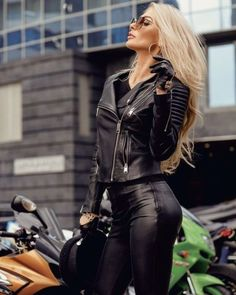 Fashion and Lifestyle Motorbike Girl, Motorcycle Outfit, Lady Biker, Biker Girl, Motard Sexy, Harley Gear, Cafe Racer Girl, Leder Outfits, Running Jacket