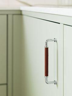Letar du efter ett slätt lindblomsgrönt kök med exklusiv och lantlig känsla? Då har vi köket för dig. Hitta din köksinspiration hos Ballingslöv!