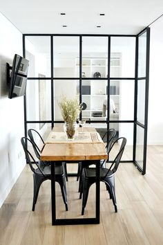 House Tour: A gorgeous, French industrial apartment in Buenos Aires / Un departamento hermoso estilo french industrial en Buenos Aires - Casa Haus Decoración French Industrial Decor, Industrial Apartment, Industrial House, Apartment Interior, Industrial Interiors, Casa Loft, Interior Decorating, Interior Design, Decorating Coffee Tables