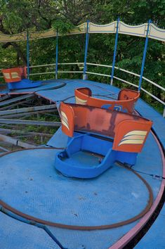 Tilt-a-Whirl, I used to love these :) and they prob looked just as shady back then too!