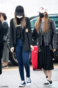 Twice Sana Airport Fashion - Official Korean Fashion Kpop Fashion, Korean Fashion, Airport Fashion, Bias Kpop, Tzuyu Twice, Twice Sana, Airport Style, Kpop Girls, Cool Style