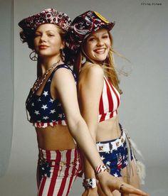 Michelle Williams and Kirsten Dunst don stars and stripes Mary Jane Watson, James Franco, Michelle Williams, American Actress, American Girl, American Fashion, American Flag Bikini, Star Wars, Marvel