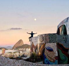 The Maze Rio, arquitetura divertida e vista privilegiada para a Baía de Guanabara, que já serviram de cenário para inúmeros editoriais de…