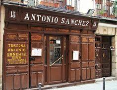La Taberna Antonio Sánchez es una de las más antiguas de Madrid, desde antes incluso de 1830. En la calle Mesón de Paredes, fue lugar donde se reunían artistas y escritores en torno a tertulias relacionadas con el mundo de la tauromaquia.