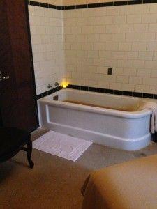 My room and bath at Roosevelt Baths and Spa in Saratoga Springs #hauntednys #hauntedroadtrip #roadtrip #newyork #saratogasprings