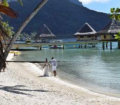New post!! devinebride.co.uk a gorgeous Bora Bora beach wedding - you don't want to miss this! #borabora #boraborabeach #honeymoon #travelpic #travelphoto #travelstagram #luxurytravel #luxurywedding #beachwedding #tropicalwedding #frenchpolynesia #lamoana #weddingplanner #weddingblogger #weddingblog #devinebride