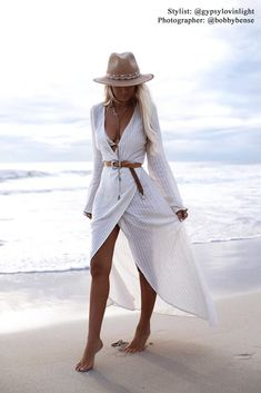 More than bohemian style dresses, unique stylish essential pieces that every boho style lovers needs. Try these fabulous bohemian outfits with gorgeous prints and striking colours, and you will be ready to celebrate in relaxed, yet beautiful, style Look Fashion, Fashion Outfits, Womens Fashion, Fashion Tips, Ladies Fashion, Beach Fashion, Fashion Hacks, Fashion Images, Fashion Quotes
