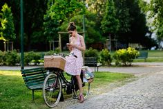 Don't we all harbour dreams of being snapped by the Sartorialist while biking? [On the Street….Parco delle Basiliche, Milan « The Sartorialist] The Sartorialist, Bicycle Race, Bicycle Girl, Bike Rides, Anjou Velo Vintage, Cycle Chic, Mode Chic, Bike Style, Pretty Dresses