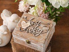 Personalisierte Hochzeitszringkasten, gravierte, Verlobungsring-Kasten,  Rustikal Hochzeits-Ring Box  Das rustikale Ring-Box ist ein schickes Accessoire für Ihren Hochzeitstag or...