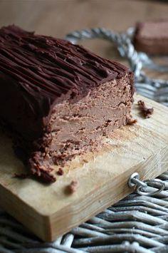 Gâteau au marron sans cuisson.  À laisser reposer 24h au réfrigérateur.