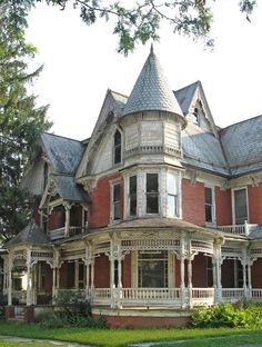 Dilapidated Victorian House Appears Haunted Stock Photo (Edit Now) 18348028 Old Mansions, Abandoned Mansions, Abandoned Buildings, Abandoned Places, Victorian Architecture, Beautiful Architecture, Beautiful Buildings, Beautiful Homes, Victorian Porch