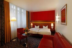 Blick in eines der Hotelzimmer / View into one of the hotel rooms | H+ Hotel Bremen