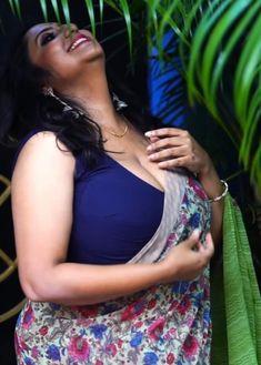 Cute Beauty, Beauty Full Girl, Beauty Women, Beautiful Women Over 40, Beautiful Girl Photo, Most Beautiful Bollywood Actress, Indian Beauty Saree, Vidya Balan, India Beauty