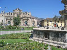 Plaza de Armas y Catedral de Cajamarca, Perú