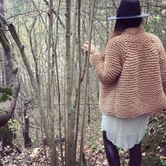 The most photogenic walk 🍁🍂🍁🌾 Yarn Projects, Jacket Pattern, Pullover, Sweater Weather, Couture, Mantel, Knit Crochet, Wool, Clothes For Women