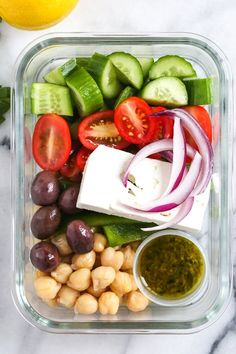 Greek Chickpea Salad for a week!SWANK NOTE: Fat free feta cheese only. Greek Chickpea Salad, Greek Salad, Whole Food Recipes, Cooking Recipes, Cooking Ideas, Vegetarian Recipes, Healthy Recipes, Healthy Lunches, Vegetarian Cheese