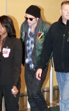 Rob Pattinson leaving Vancouver 2009
