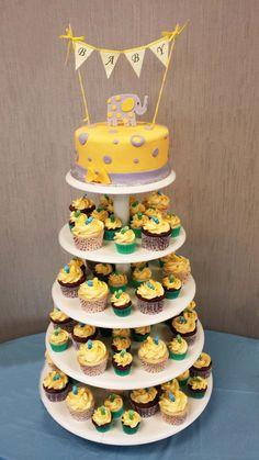 Gâteau 7 pouces à la vanillegarnis de crème au beurre meringue Suisse à la vanille et recouvert de fondant. Éléphantet decorations en fondant.48 minis cupcakes (vanille et chocolat) 30 cupcakes ...