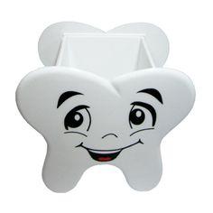 O brinde Porta Treco Dente Personalizado, dente para mesa feito em acrílico branco, de tamanho total 95mm x 111mm. Front Office, Front Desk, Dentistry, Piggy Bank, Art, Baby Doll House, Teeth, Art Background, Money Box