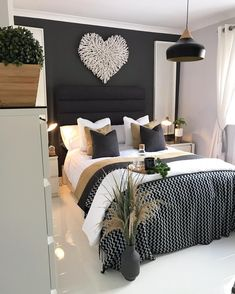 45 Beautiful and Modern Bedroom Decorating Ideas for This Year Part 7 bedroom ideas bedroom decor bedroom ideas master bedroom design ideas bedroom design bedroom ideas for small room bedroom decorating ideas bedroom decorations Home Bedroom, Home Decor, House Interior, Bedroom Inspirations, Apartment Decor, Room Decor, Modern Bedroom, Small Bedroom, Modern Bedroom Decor