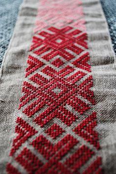 Mich hat vor kurzem der Stick-Virus befallen, und entstanden sind Stickereien nach slawischen und baltischen Vorbildern. Beide Muster sind k...