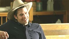 #TimothyOlyphant on #Justified. The hat and his sweet smile are a killer combination!