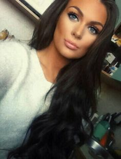 Perfect bronzed flawless foundation contouring. Blue eyes pink lips and thick simple eyeliner cat eyes. Winged eyeliner.