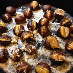 An easy way to enjoy roast chestnuts at home from The Azorean Greenbean. Portuguese Recipes, Italian Recipes, Portuguese Food, Portuguese Desserts, Roasted Chestnuts Oven, Quiches, Snack Recipes, Cooking Recipes, Snacks
