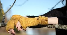 twists knitting Free fingerless gloves pattern Fall knitting patterns - Take a look at this roundup of free knitting patterns which include socks, a cable twist cardigan and more! Fall Knitting Patterns, Hand Knitting, Crochet Patterns, Knitting Ideas, Crochet Ideas, Hand Knit Scarf, Fingerless Gloves Knitted, Knitting Accessories, Twists