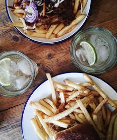 One of my last lunches in Canterbury there's only one place to go! Finally tried the @porkandco restaurant apparently meaty fries are a winner... #porkandco #pork #pulledpork #canterbury #kent #lunch #lunchoftheday #cider #whatastudenteats