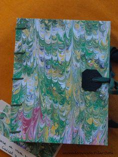 cuadernos cosidos a mano con la técnica copta,el papel es especial para dibujar y pintar carboncillo y acuarelas, el exterior es papel hecho con la tecnica del marmolado haciendo de esta encuadernación única y exclusiva . 25€ + gastos de envio