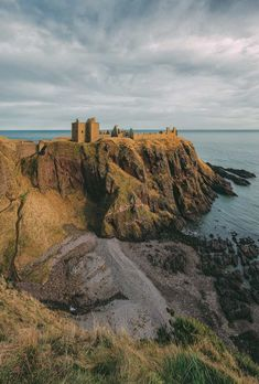 14 Best Castles In Scotland To Visit Scotland Castles, Scottish Castles, Cool Places To Visit, Places To Travel, Hidden Places, Scottish Islands, Fairytale Castle, Scotland Travel, Best Vacations