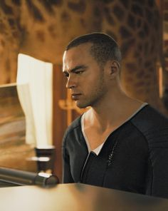 Detroit: Become Human, Markus at the piano