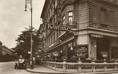 Old Pictures, Old Photos, Capital Of Hungary, Most Beautiful Cities, Budapest Hungary, Homeland, Historical Photos, The Past, Street View