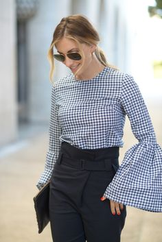 Thanks to Emily Schuman and the wardrobe organizing experts at Finery we now know all the tricks to pulling off an über-femme aesthetic the 2017 way. Tops Bonitos, Saved By The Bell, Blue Gingham, Daily Look, Cute Tops, Classy Outfits, Girly, Street Style, Style Inspiration