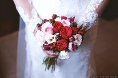 Ramos de novia de color rojo    Wedding bouquets  #flowers #bride #colour #wedding #bodas #bodasnet