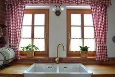 Žít v chalupě po celý rok? V této byste chtěli žít taky Window View, Interior Design Kitchen, Bathtub, Cottage, Windows, Curtains, Stylus, Bathroom, Modern