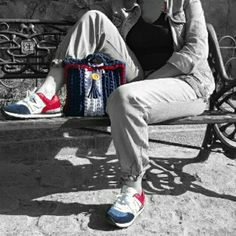 Visita la página de Facebook Las Tentaciones de Cómodo bolso de asa corta para tus mañanas de compras. Posibilidad de poner asa para colgar del hombro. Precio: 20€.