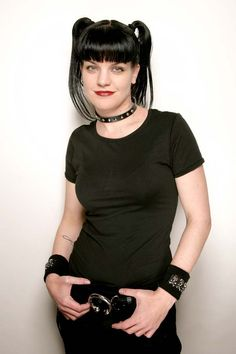 Pauley Perrette (born March is an American actress - aka Abby Sciuto/NCIS Omg we have the same birthday well not year but same day awesomeness Ncis Abby Sciuto, Pauley Perrette Ncis, Emily Wickersham Ncis, Pauley Perette, Ncis Cast, 168, Goth Look, Star Wars, Afro Punk