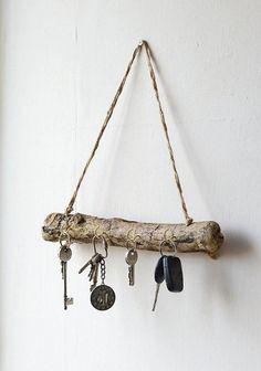 Driftwood Key Hanger - Driftwood Key Rack - Organizer for driftwood jewelry - Dr . - Driftwood Key Hanger – Driftwood Key Rack – Organizer for driftwood jewelry – Drif … - # Diy Crafts Home, Diy Home Decor, Room Decor, Wall Decor, Wall Art, Driftwood Jewelry, Driftwood Projects, Key Rack, Creation Deco
