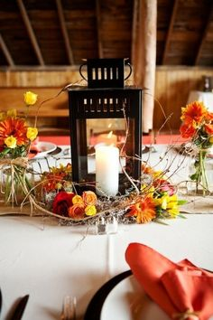 LOVE the colors, blue in place of yellow flowers.   |Lantern Centerpiece Idea