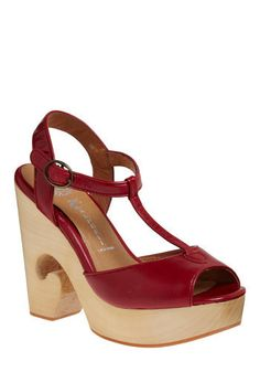 neither can i afford these shoes, nor could i likely walk in them if i could afford them, but oh how i covet them nonetheless.