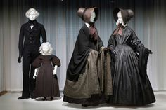 Death Becomes Her: A Century of Mourning Attire (The Met museum of Art`s Costume Institute // Exh. Victorian Fashion, Vintage Fashion, Victorian Era, Mode Sombre, Death Becomes Her, Mourning Dress, Vintage Outfits, Belle Epoque, Costume Institute