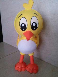 Fofucho pollito amarillito de la gallina pintadita